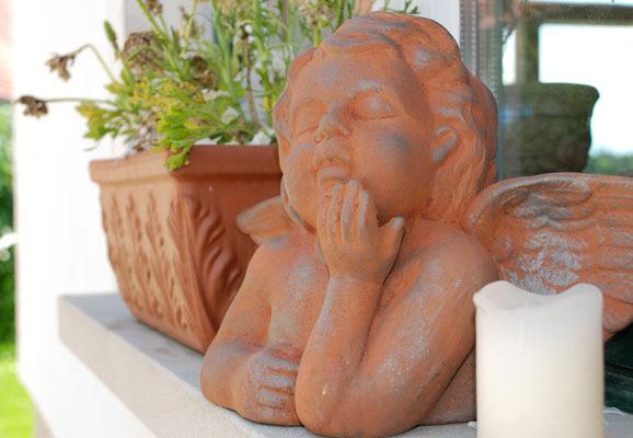 Das historische Backhaus: Terracotta-Engel